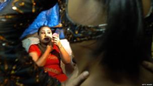 Bar dancer, Mumbai, Mumbai 2005