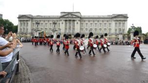 Guardsmen outside Buckingham Palace