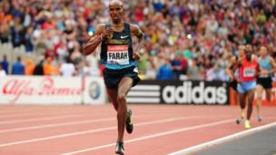 Mo Farah ahead of the 3,000m field