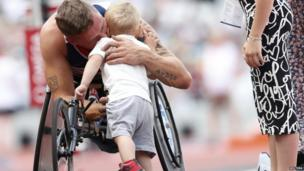 David Weir celebrates with his family