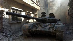 Tank in Khalidiya, Homs (28 July 2013)