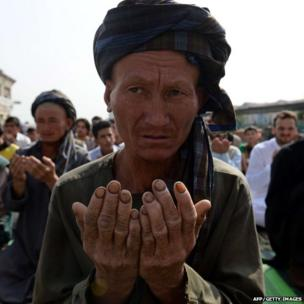 An Afghan man prays to celebrate Eid al-Fitr and the end of the fasting month of Ramadan at the Shah-e Do Shamshira mosque in Kabul (8 August 2013)
