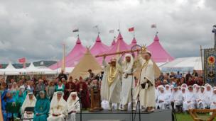 Yr Archdderwydd yn cau'r Orsedd yn Eisteddfod Genedlaethol Sir Ddinbych a'r Cyffiniau 2013