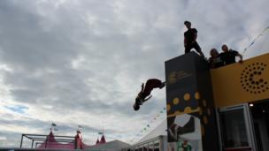 Llun cyntaf o aelodau o 'Release the Movement', sydd yn annog pobl ifanc i ymarfer corff / First photo of members of 'Release the Movement', who encourage young people to exercise