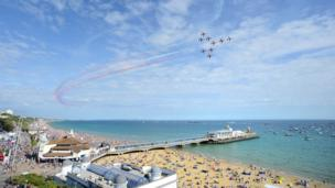 The Red Arrows flying over Bournemouth Pier