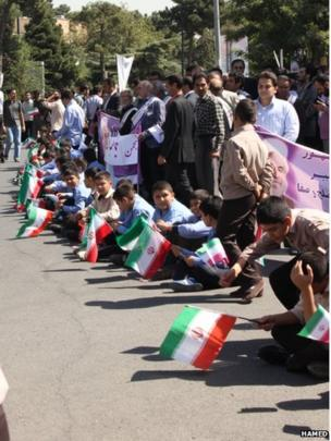 Rouhani supporters lined the road at Mehrabad airport, Photo: Hamed