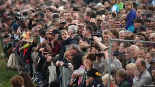 Visitors watch the re-enactment of the Battle of Leipzig (20 October)