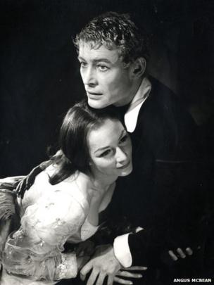 Rosemary Harris and Peter O'Toole in Hamlet