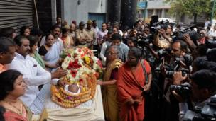 Mourners pay their last respects over the mortal remains of Indian Bollywood playback singer Manna Dey, who passed away following multiple organ failure aged 94 in Bangalore on October 24, 2013.