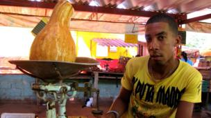 A Havana pumpkin-seller (October 2013)