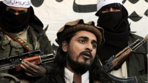 Hakimullah Mehsud speaks to a group of media representatives in the Mamouzai area of Orakzai Agency in November 2008