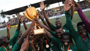 Burkina Faso's players celebrate with the trophy in Abidjan on 2 November 2013