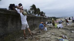 Residents in central Da Nang city, Vietnam, pack sandbags as they prepare for Typhoon Haiyan. 9 Nov 2013