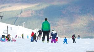 Skiers and snowboarders at CairnGorm Mountain