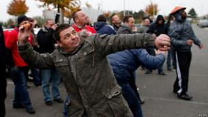 Striking workers of US tyre-maker Goodyear in Boves, northern France, on 18 November 2013