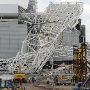 Damaged metal construction at Arena Corinthians