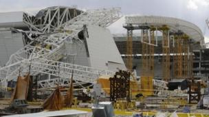 A buckled metal structure at Arena Corinthians