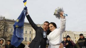 Newlyweds attend a rally held by supporters of EU integration in Kiev.