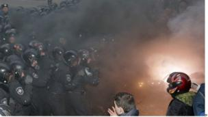 Smoke rises as clashes take place outside presidential office in Kiev 01/12/2013