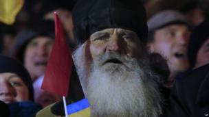 Elderly Ukrainian monks chants slogans at rally in Independence Square 02/12/2013