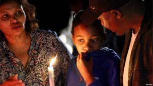 People with a candle outside Nelson Mandela's home in Houghton. Photo: 6 December 2013
