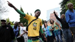 Man in ANC T-shirt among mourners outside Mr Mandela's home in Johannesburg
