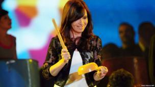 Argentine President Cristina Fernandez de Kirchner bangs on a pot