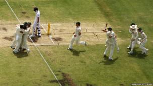 Australia team celebrate victory and a 3-0 series win after taking the wicket of James Anderson of England during day five of the Third Ashes Test Match