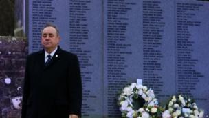 Wreath laying at Lockerbie memorial
