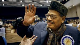 In this Oct. 21, 2009 file photo, famed Bollywood playback singer Manna Dey acknowledges the crowd after receiving the Dadasaheb Phalke award for the year 2007, during the 55th National Film awards in New Delhi, India.