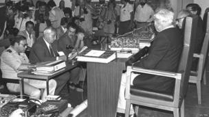 Ariel Sharon, second from left, at the Judicial Inquiry Commission on 25 October 1982