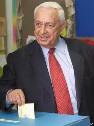 Ariel Sharon casting his vote on 6 February 2001