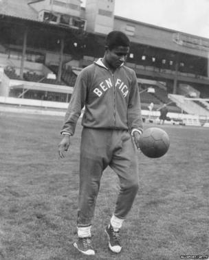 Eusebio training at White City in London for a European Cup semi-final match against Tottenham, 4 April 1962