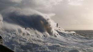 Stormy waves. Photo: Roger Mullen