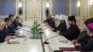 President Viktor Yanukovych (third left) meets religious leaders in Kiev (24 January 2014)