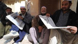 Men reading newspapers in Ghardaia, Algeria - Monday 27 January 2014