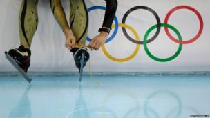 Japanese speedskater Shiho Ishizawa ties the laces of her skates