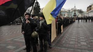 Anti-government protesters outside parliament in Kiev, Ukraine (22 Feb 2014)