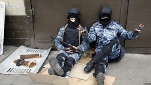 Berkut anti-riot police give a victory sign in Kiev, Ukraine (22 Feb 2014)