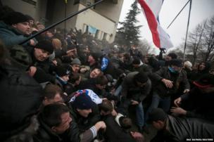 Clashes between pro- and anti-Russian protesters in Simferopol, Crimea