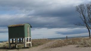 Hut on Tentsmuir beach
