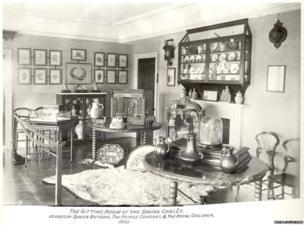 Sitting room of Swiss Cottage