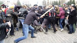 Clash in Kharkiv between pro-Russian protesters and activists supporting the territorial integrity of Ukraine
