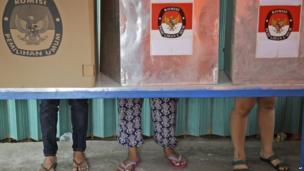 Indonesians vote in booths during the parliamentary election at a polling station in Jakarta, Indonesia on Wednesday, 9 April, 2014