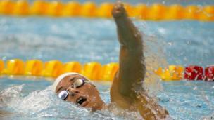 Dame Sarah Storey swimming