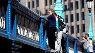 Spectators on a London bridge