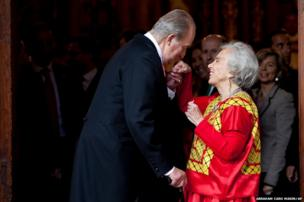King Juan Carlos of Spain greets Mexican writer Elena Poniatowska