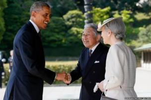 US President Barack Obama is welcomed by Japan's Emperor Akihito and Empress Michiko