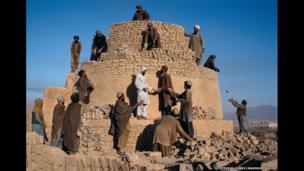 Rebuilding a kiln, Kandahar, 1992