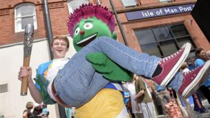 Commonwealth Games' mascot Clyde with 17-year-old swimmer Guy Davies